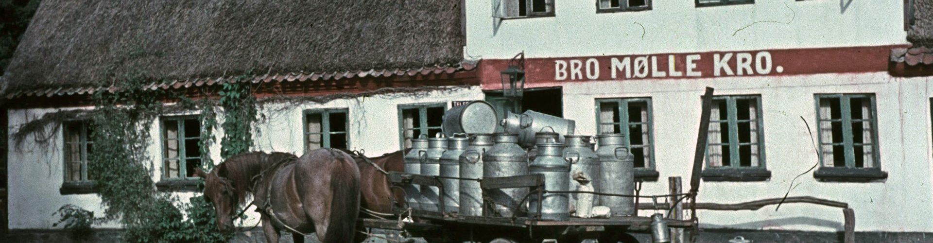 Mælkevogn på kroen_1920 aflangt